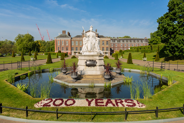 Historic Royal Palaces open for wedding summit
