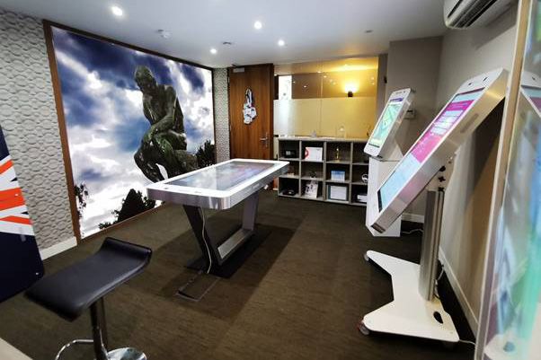 Giant iTab launches new customer experience centre
